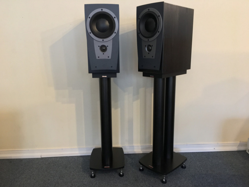 Dynaudio Contour S 1.4 med stativ Stand 4